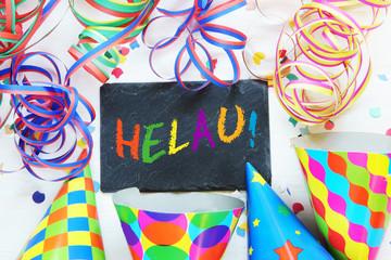 Karneval, Fasching, Fastnacht, Helau, Tafel mit Schrift, Luftschlangen, Faschingskappen