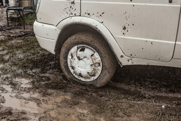 A car stuck in the mud in the autumn day