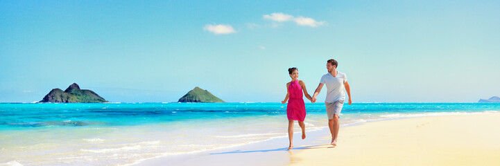 Wall Mural - Hawaii vacation couple walking relaxing on white sand and pristine turquoise ocean water on Hawaiian beach Lanikai, Oahu island, USA. Holiday background with blue sky copy space for travel concept.