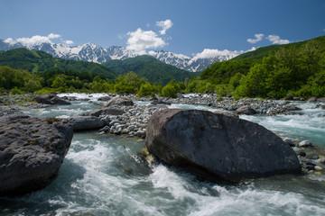 北アルプス白馬岳と松川(新緑期)