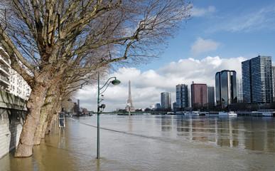 inondation de la Seine sur la voie express George Pompidou