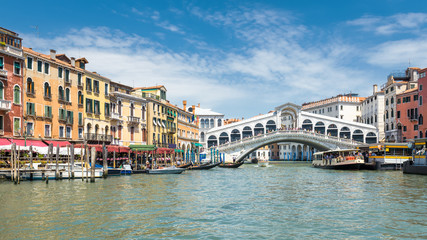 Keuken foto achterwand Venetie Famous Rialto Bridge over the Grand Canal in Venice, Italy