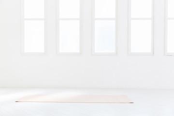 白い部屋のヨガマット