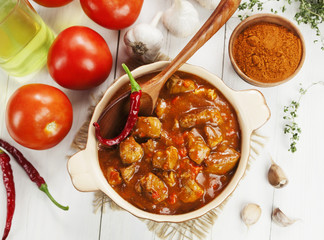 Meat stew in tomato sauce
