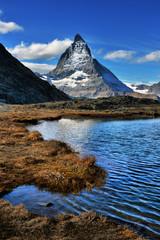 Foto auf AluDibond Reflexion Mt Matterhorn reflected in Riffelsee Lake Zermatt Canton of Valais