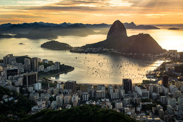 Fototapete - View of Rio de Janeiro City Landmark - the Sugarloaf Mountain, with the Sun Shining Above