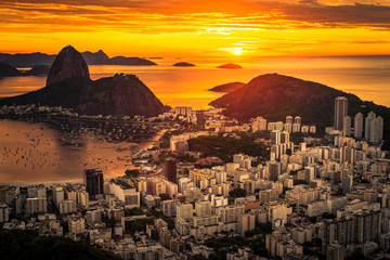 Fototapete - Beautiful Warm Sunrise in Rio de Janeiro With the Sugarloaf Mountain Silhouette
