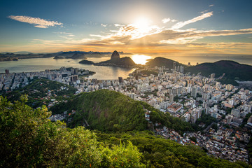 Fotomurales - View of Rio de Janeiro City Landmark - the Sugarloaf Mountain, with the Sun Shining Above