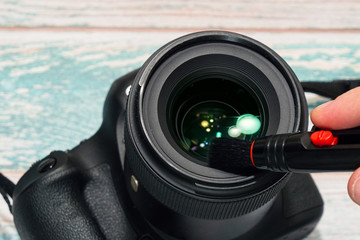 Digital SLR camera lens cleaning