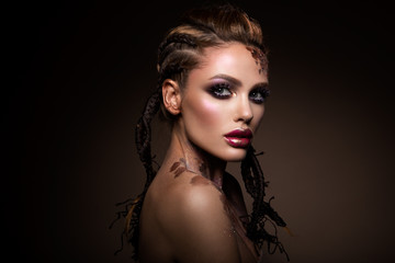 Autocollant pour porte Beauty Fashion model with bright makeup and colorful glitter and sparkles on her face and body
