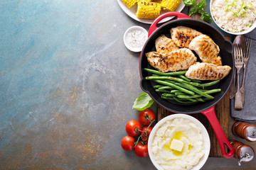 Grilled chicken with green beans in a skillet