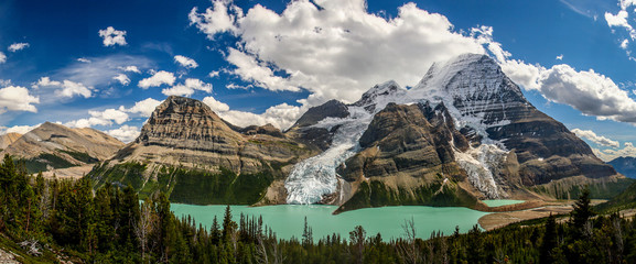 Berg Lake in Mt. Robson provincial park, Canada Wall mural