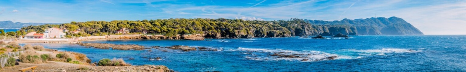 Panorama depuis les Iles du Gaou à Six-Fours-les-Plages, le Brusc