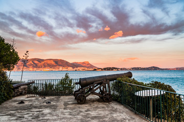 Canons dans le Fort Balaguier à La Seyne-sur-Mer