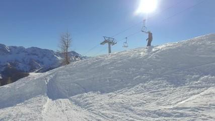 Fototapete - 4K - vacanze invernali sulla neve