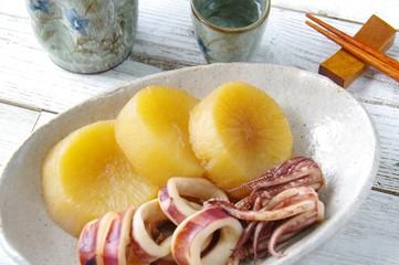 大根とイカの煮物 家庭料理