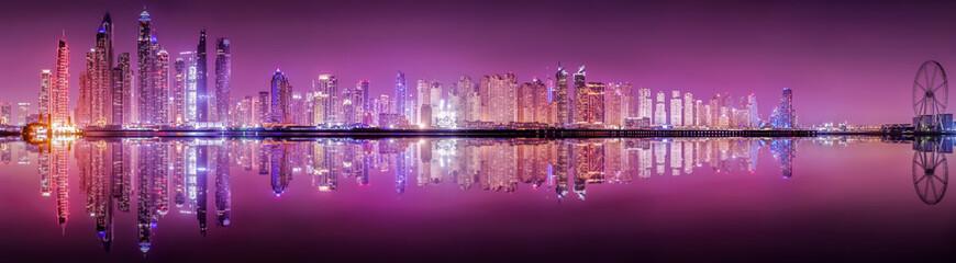 Die beleuchtete Skyline von Dubai Marina bei Nacht, Vereinigte Arabische Emirate