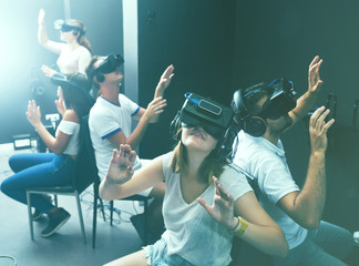 Guys and girls try virtual reality in the  3d glasses