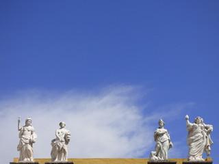 Estatuas en Elvas (Portugal) ciudad historica en el distrito de Portalegre en la región del Alentejo a pocos kilometros de Badajoz (España)