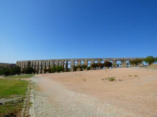 Acueducto de Amoreira en Elvas (Portugal) ciudad historica en el distrito de Portalegre en la región del Alentejo a pocos kilometros de Badajoz (España)
