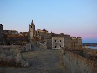 Juromenha (Portugal) municipio historico de Alandroal, en el distrito de Évora, situado muy proximo a la frontera con España
