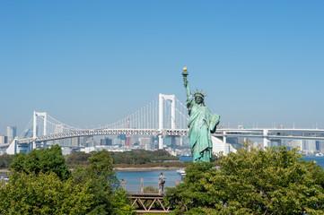 レインボーブリッジと自由の女神