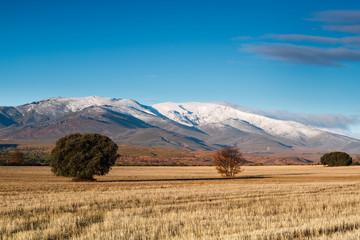 Monte Teleno y tierras de cultivo, León, España.