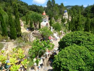 Jardin de Peter, en La Pobla de Benifassa, pueblo de Castellon (Comunidad Valenciana,España) es un jardin artistico y hogar de esculturas  en plena naturaleza