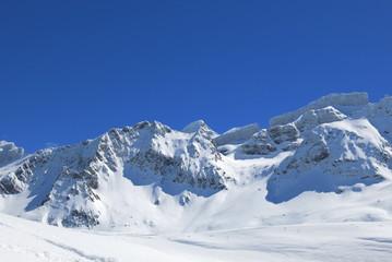 Randonnée dans les Pyrénées en hiver à Gavarnie