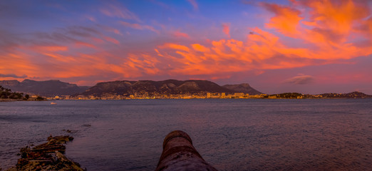Coucher de soleil panoramique sur la rade de Toulon depuis le Fort Balaguier à La Seyne-sur-Mer