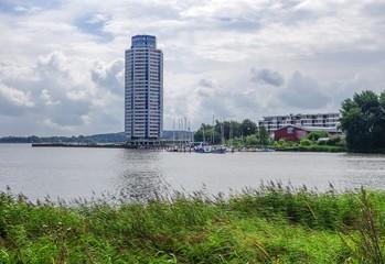 Fond de hotte en verre imprimé Port Yachthafen vor Wikingturm Schleswig
