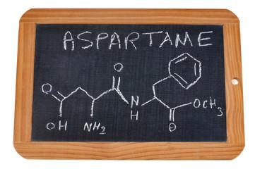 Formule chimique de l'aspartame sur une ardoise