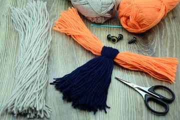 creating utensils to make yarn bird bullfinch