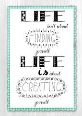 Handlettering - Ein Sinnspruch über das Leben, mit der Hand gezeichnet  vor weißem Hintergrund