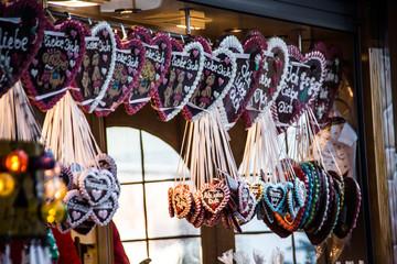 Lebkuchenherzen auf Weihnachtsmarkt