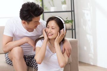 Romantic lovers listen to music