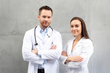 Obraz Lekarz i pielęgniarka. Zespół medyczny - fototapety do salonu