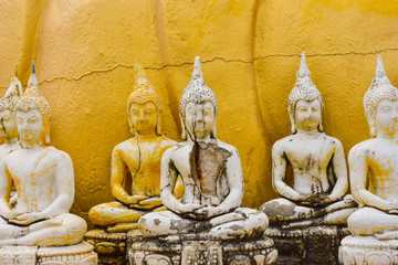 The Buddha was put in a row. To worship the faith of Southeast Asia.