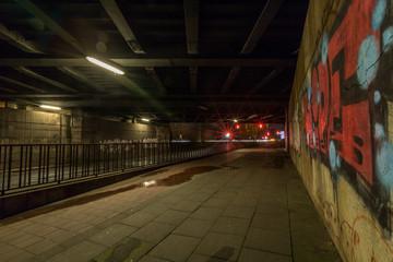 Dunkle Unterführung in Hamburg