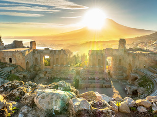 Landscape of the ancient theatre of Taormina. Fototapete