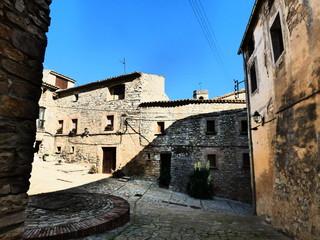 Montfalcó Murallar /Montfalcó Murallat, villa amurallada en Lleida (España) del municipio de Olujas /Les Oluges en la comarca de la Segarra en Cataluña