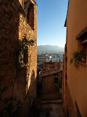 Calle en Valderrobres / Vallderoures, pueblo con encanto de Teruel (Aragon,España) capital administrativa de la comarca de Matarraña