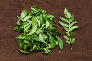 Uncooked Curry leaves