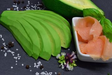 Avocado mit Räucherlachs