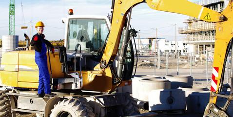 Arbeiter bei einem Bau-Fahrzeug