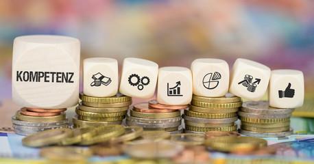 Kompetenz / Münzenstapel mit Symbole