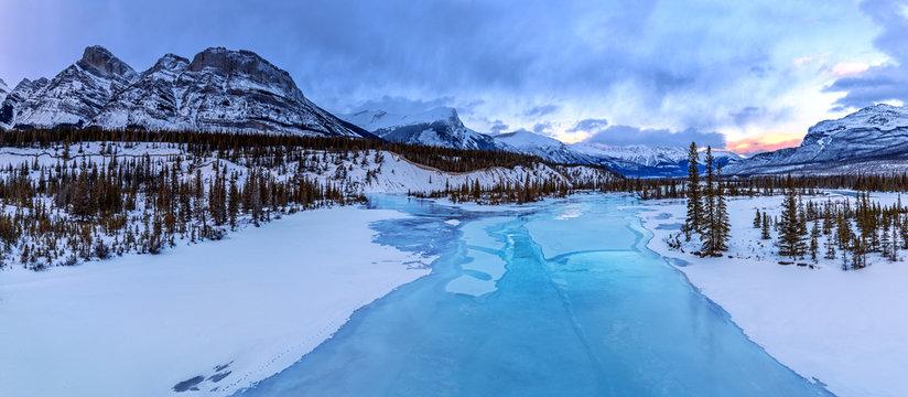 Icefields Parkway, Saskatchewan River Crossing, Banff National Park, Alberta, Canada