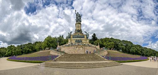 Frontalansicht des Niederwalddenkmal im Rheingau