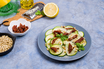 Slices raw zucchini