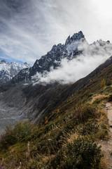 Die wunderbare Bergwelt der Alpen im Herbst
